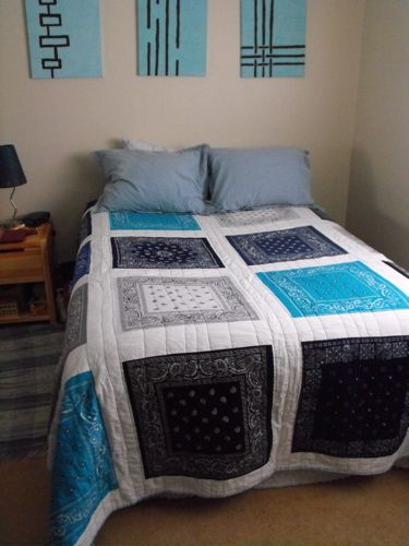 bandana quilt....gonna have to try & make one for my son!