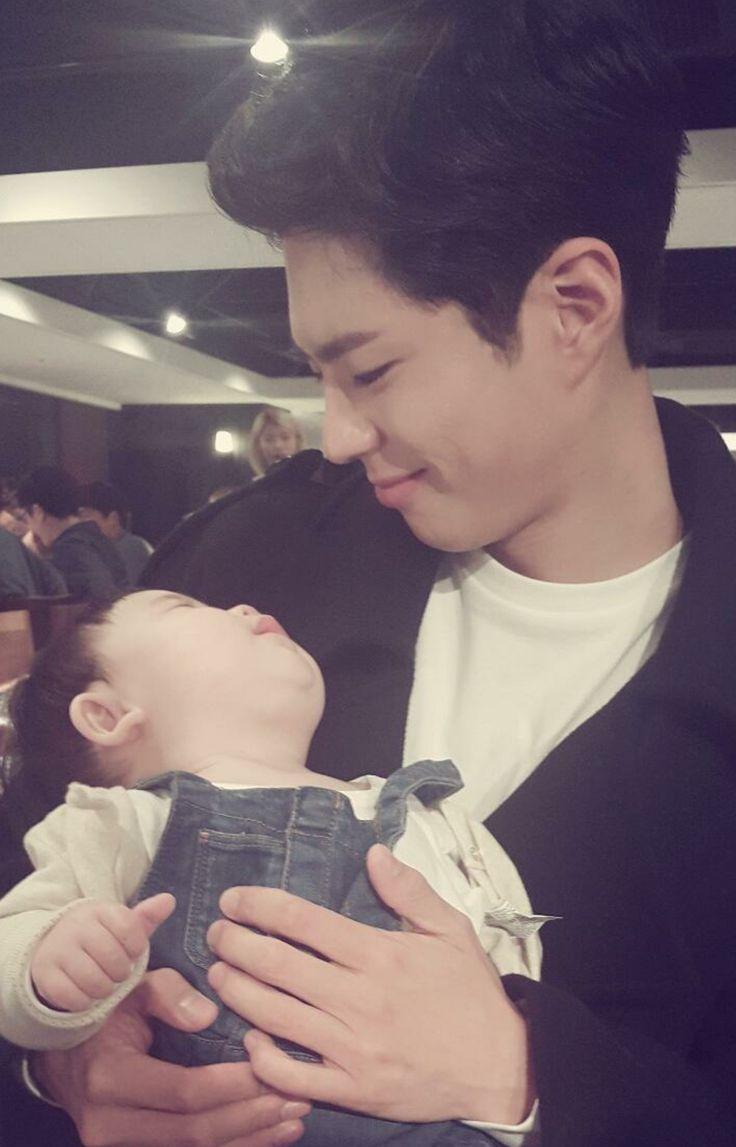 박보검 161019 < 구르미 그린 달빛 > 종방연 [ 출처 https://www.instagram.com/p/BLvuQiwAO0K/ ]