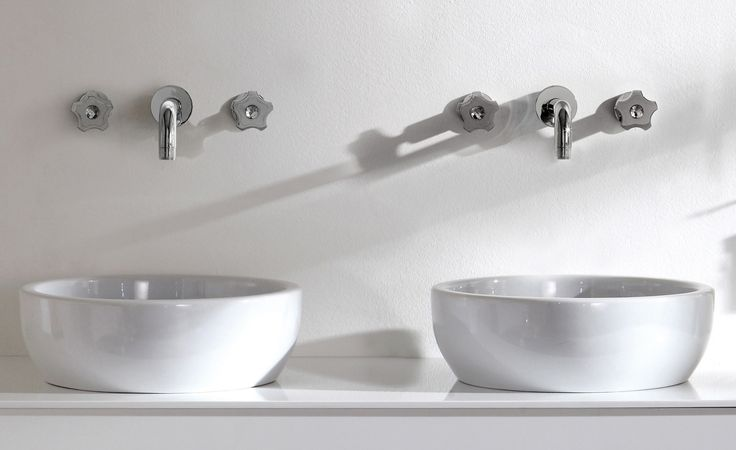 The collection combines the linear traits of the body with modern ergonomic handles, characterized by a play of concave and convex shapes and decorated by elegant and precious Swarovski Elements gems for a sophisticated bathroom.