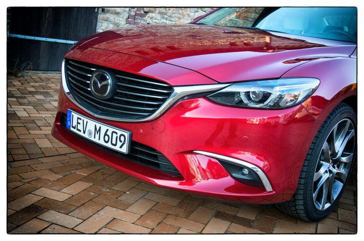 Der Mazda 6 ist die Mittelklasse-Variante der Japaner. Klingt langweilig, stimmt. Betrachtet man den Kombi bzw. die Limousine, vergeht dieser Eindruck schne