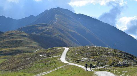 Ihr wollt die Alpen zu Fuß von Oberstdorf nach Meran (via E5) überqueren? Reisebericht, Routeninfos, Orga- & Packlisten-Tipps gibt's hier.