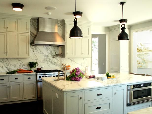 11 Beautiful Kitchen Backsplashes: Cabinets Colors, Marbles Backsplash, Countertops, Kitchens Ideas, Crystals Knobs, Pendants Lights, Country Kitchens, Kitchens Cabinets, White Kitchens
