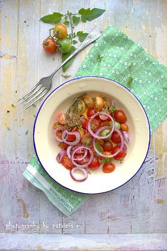 Pomodorini,finocchietto, cipolla rossa di Tropea e olio extra vergine d'oliva...c'est tout