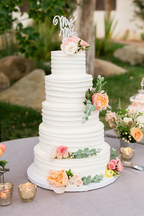 when is the wedding cake traditionally cut 25 best ideas about traditional wedding cakes on 27113