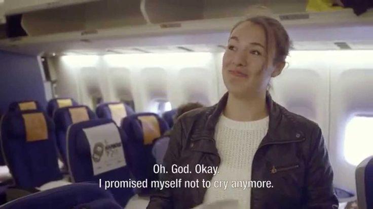 Cadouri de bun-rămas  Au devenit deja faimoase surprizele plăcute pe care companiile aeriene le fac clienților lor. Deși scopul este acela de a face reclamă și de a fideliza clienții, nu putem nega frumusețea gesturilor, mai ales în momentele în care despărțirea este grea. Mesajele frumoase pe care le-au primit pasagerii din acest videoclip, atunci când credeau că și-au luat deja la revedere de la rudele lor, sunt dovezi ale frumuseții relațiilor, dar și ale durerii despărțirii de cei dragi.