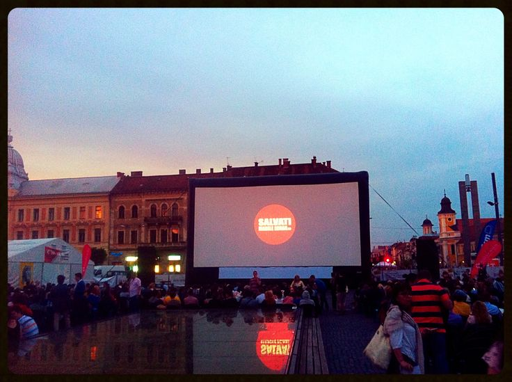 #TIFF wraps up tonight, the closing movie, Silver Bear winner #Boyhood, is about to begin in an open-air venue abuzz with anticipation;)