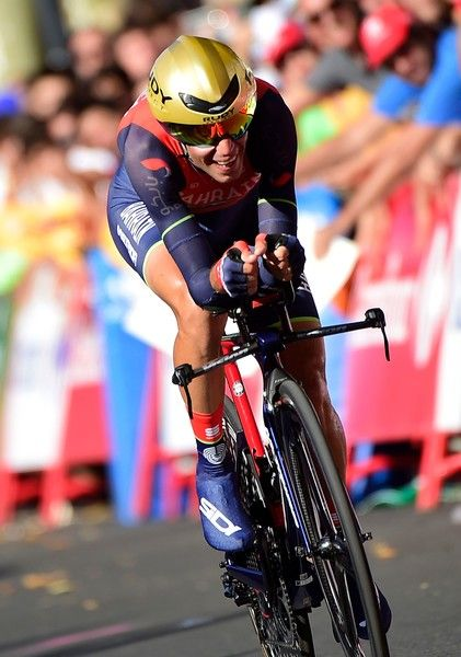 """Bahrain-Merida's Italian cyclist Vicenzo Nibali sprints to take the third place of the 16th stage of the 72nd edition of """"La Vuelta"""" Tour of Spain cycling race, a 40.2 km individual time trial from Circuito de Navarra in Los Arcos to Logrono, on September 5, 2017. / AFP PHOTO / JOSE JORDAN"""