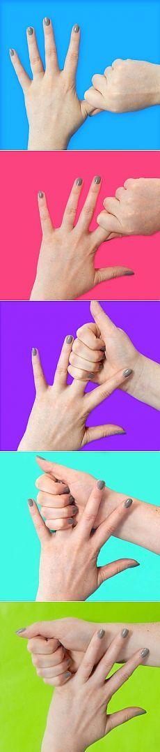 Она в течение 20 секунд тянула себя за безымянный палец. И вот зачем…