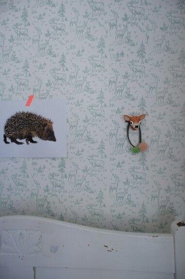 Kids room with handpainted wallpaper via www.maisonlapin.nl