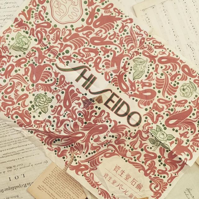 祖母の家から発掘された古い包装紙。資生堂の歯磨き粉の包み❓昭和の包装紙は、力の入れ方が違います。 #資生堂包装紙 #古い紙 #昭和レトロ