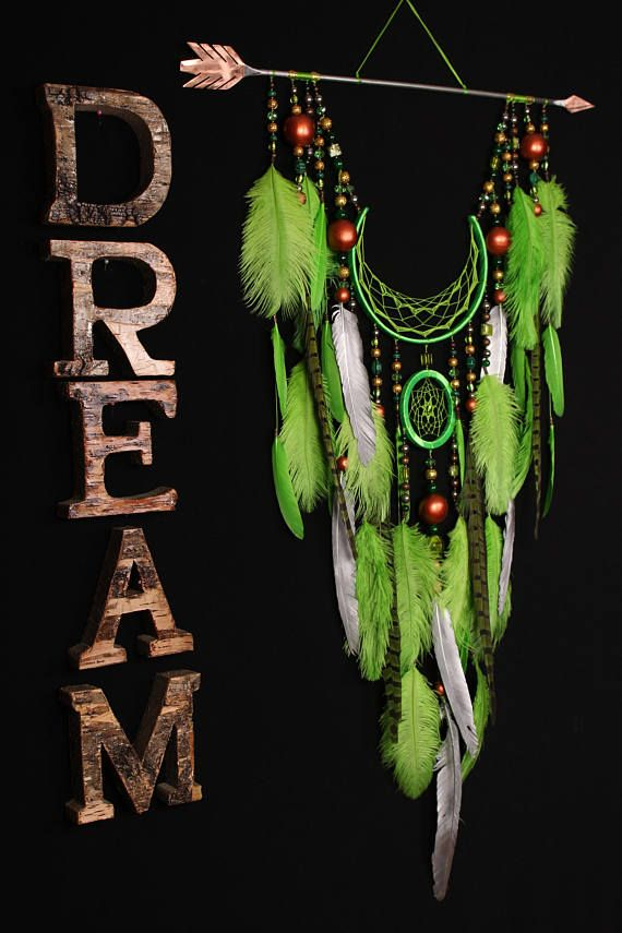 Dreamcatcher green dream catcher Arrow Copper Moon green dreamcatcher copper dreamcatcher native american Indian talisman boho wall decor Malachite - In ancient times it was considered a stone of doctors and scientists, a symbol of the fulfillment of desires ******************************************************************************* Healing properties Traditional healers believe that malachite is an excellent remedy for skin diseases. Bracelets from malachite cleanse the skin of…