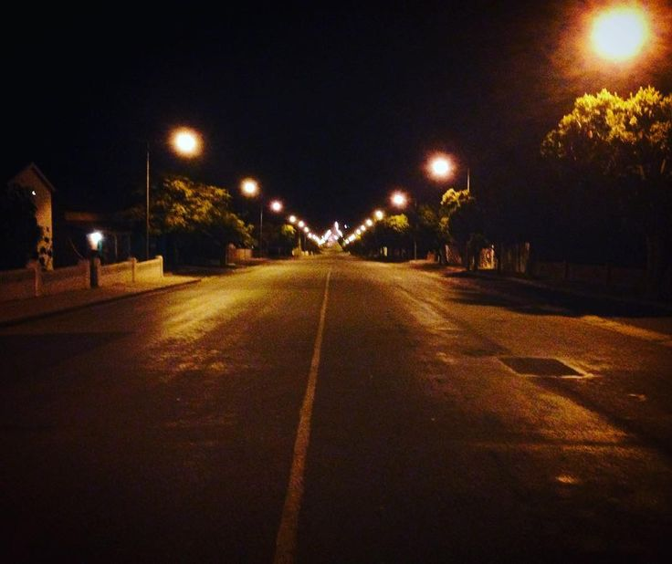 The beautiful AND safe streets of #Porterville  #night #streetlight #desertedstreet #smalltown #countrytown