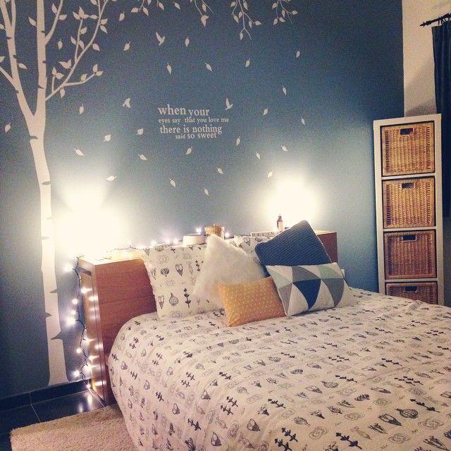 À cause d'une Lulu trop aventurière (elle fonçait en courant dans le miroir) nous avons dû réorganiser la chambre.  Le miroir a pris la direction du dressing, le meuble Kallax couché est désormais debout ! ✌️Ça change, mais on s'adapte En plus, j'adore notre nouvelle parure de lit, elle illumine encore plus la pièce !  #bedroom #Ikea #kallax #malm #bed #deco #decoration #home #cocooning #bestmoment #Homesweethome #jadorecasserlespiedsavecmadeco