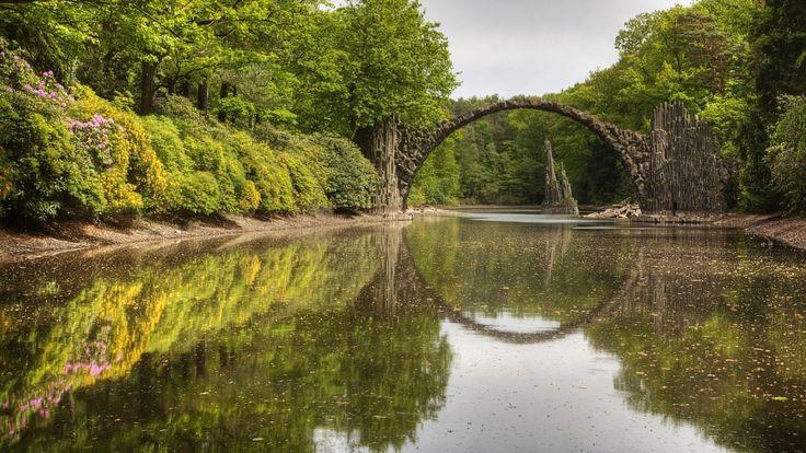 Un pont qui sort de l'ordinaire 163b3bdf0876880a683cb13fdeefe38b