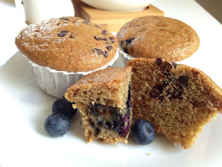 MUFFIN INTEGRALI SENZA ZUCCHERO BIANCO, UOVA E LATTICINI Muffin: una ricetta deliziosa con vaniglia, mirtilli e amido di mais
