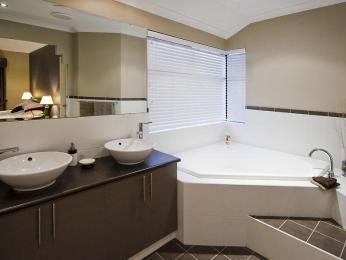 Tiles in a bathroom design from an Australian home - Bathroom Photo 517543