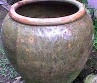 Tempayan adalah gentong besar yang terbuat dari tanah liat. Tempayan memiliki fungsi untuk menyimpan persediaan air di dapur.