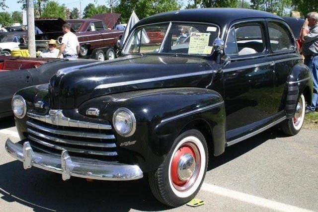 1946 Ford Super Deluxe 2-door Sedan