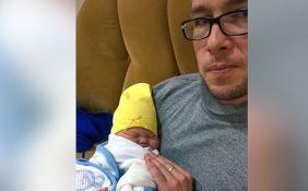 Un padre se niega a renunciar a su bebé con Síndrome de Down que la esposa quería enviar al orfanato