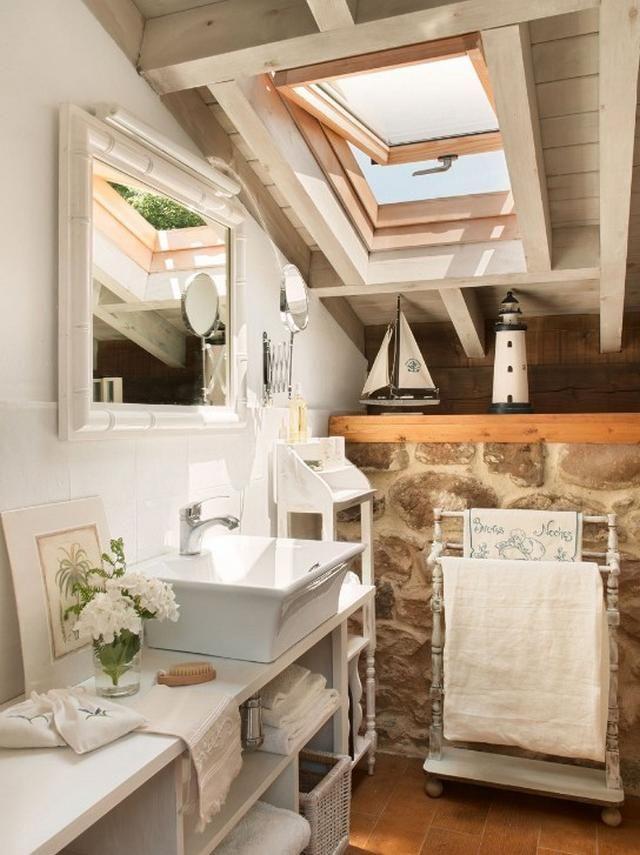Fehér mediterrán fürdőszoba