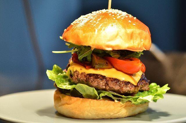 Fudd's Hot & Spicy...#burgergoals covering your Tuesday burger needs #fudds #fuddsburgers #hot #spicy #eatlocalsa #localadelaide #aberfoylepark #adelaideburgers #burgerpic #burger #supportlocal #adelaidefood #instaburger #comfortfood #adelaiderestaurants  #gottatry #safresh #getaroundit