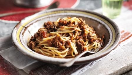 Easy spaghetti Bolognese- I only used 100ml of stock and instead swapped the rest for 200g of passata to give it a thicker and redder consistency.