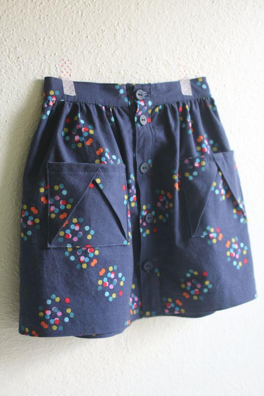hopscotch skirt in spots -- probably actually Mooi rokje, toffe zakjes (geen tuto)