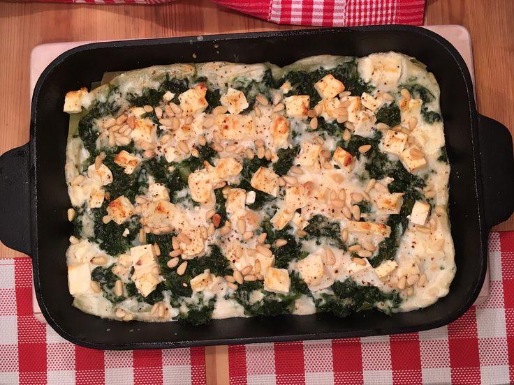 Spinatlasagne mit Schafskäse und Pinienkernen -  eine superleckere vegetarische Lasagne aus dem Gusseisen Bräter!