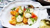 Mozzarella med persikor och rucola | Recept