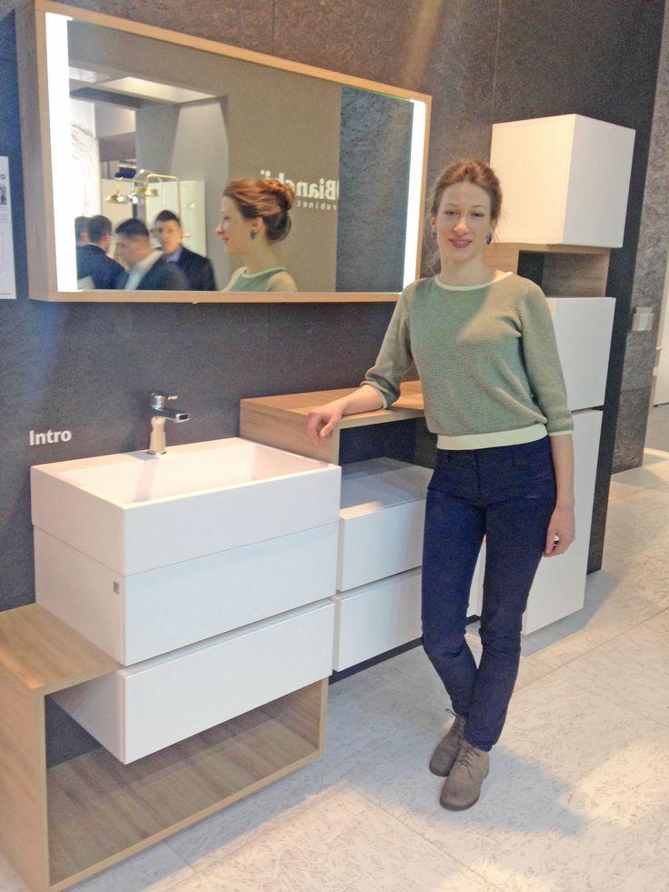 nasze stoisko odwiedziła jedna z autorek projektu mebli INTRO - Pani Maria-Magdalena Ciślak, która opowiedziała nam o swoich inspiracjach i założeniach projektowych tej niezwykłej kolekcji #defra #meblelazienkowe #bathroomfurniture #diamentmeblarstwa #mariamagdalenacislak #ish