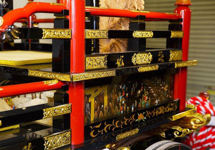 越前漆器「うるしの里会館」。沈金や蒔絵、透かし彫りなど職人の技術の結晶ともいえる、「山車」(だし)。 #福井 #体験 #うるしの里会館 #山車