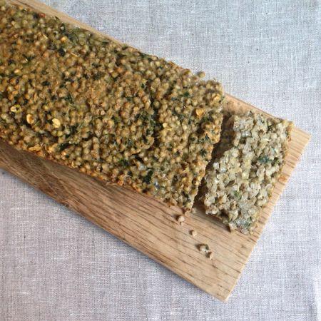 Buchweizen-Braten (mit Rote Bete-Portulak Salat) Schönes simples Buchweizen-Beilagen-Rezept! (Mit Milch, Eier, Haferflocken, Gemüsebrühe und frischen Kräutern: Kresse, Petersilie, Minze,...)