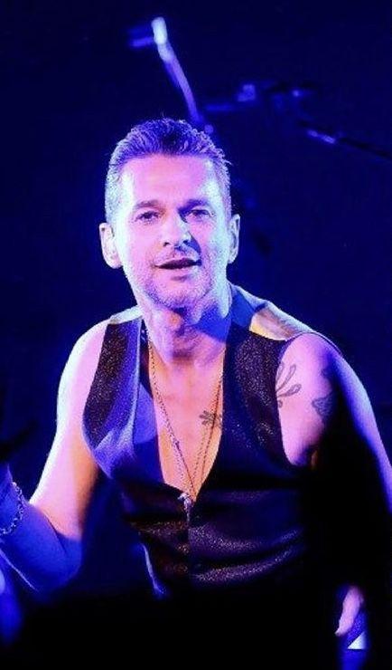 4292517f73 Pin szerzője: Ágnes Kovács, közzétéve itt: depeche mode forever | Dave  gahan, Depeche Mode és David