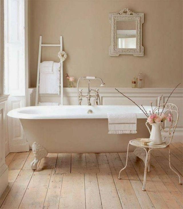 une salle de bains de couleur crme de style shabby chic - Salle Couleur Peinture Noisette Et Blanc
