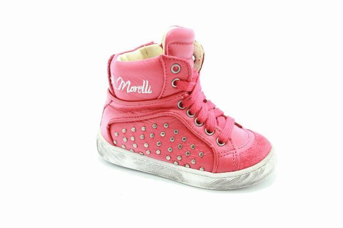 Andrea Morelli kinderschoenen: Half hoog veterschoen met een rits van het merk Andrea Morelli, Rood leer met aan de buitenkant van de schoen studs.