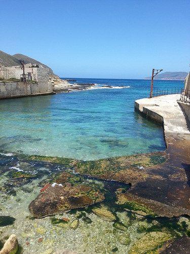 Isola di Favignana - acque trasparenti nel bacino di carenaggio della vecchia tonnara | da Lorenzo Sturiale