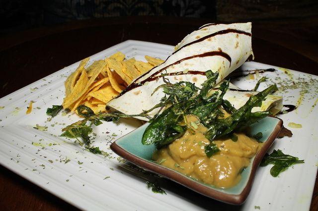 Fajita Monterrey  Pollo, queso, verduras salteadas y guacamole casero