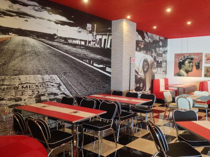 Cliente: Ristoburger 50' 60' Allestimento con Vinile da muro. -Bra- #interiordecoration #wrapping #design