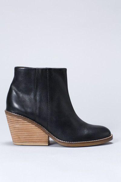 Elk Stad Boot - LOVE this heel
