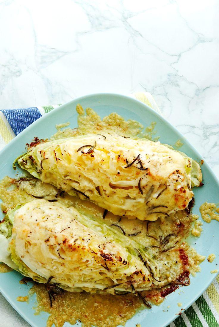 Lyxa till den frasiga, ugnsrostade kålen med smält ost. Ett perfekt tillbehör för dig som skär ner på kolhydraterna.