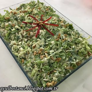 Malzemeler:   Yarım adet kemikli tavukgöğsü   1 tane yeşil ekşi elma   1 tane kereviz   Yarım demet kıvırcık   1 tutam maydanoz   1 çay...