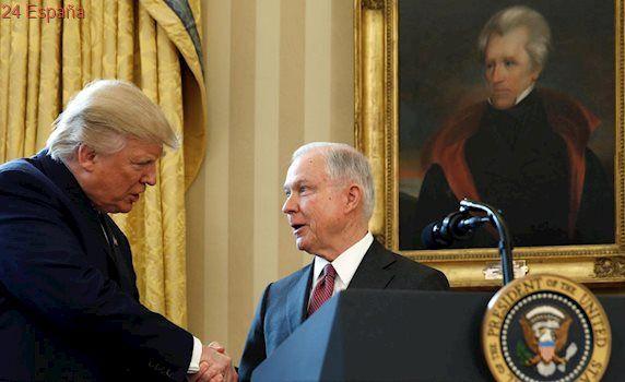 El fiscal general de EE.UU. se resiste a presentar su dimisión