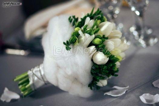http://www.lemienozze.it/gallerie/foto-bouquet-sposa/img12390.html Piccolo bouquet sposa di tulipani