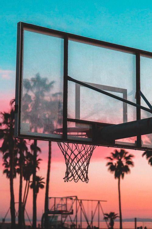Dies ist ein Bild von einem Basketballtor, das mir Verantwortung, Engagement und …  – Basket ball