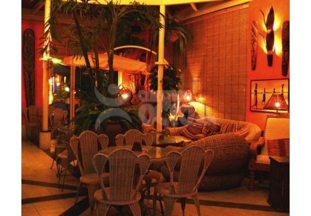 Harry´s Cocktail & Bar Safari, se encuentra ubicado en uno de los mejores complejos de ocio del Sur de Tenerife, LA MILLA DE ORO DE TENERIFE (Tenerife Gonden Mile). Un espacio muy acogedor con terraza desde donde contemplar la impactante estructura arquitectónica del centro y de la plaza central, muy llamativa por su fuente danzante iluminada por la noche. http://tenerife.cuestiondeocio.com/es/de-noche/cocteleria/67/harrys-playa-las-americas.htm #tenerife, #dance, #cocktails