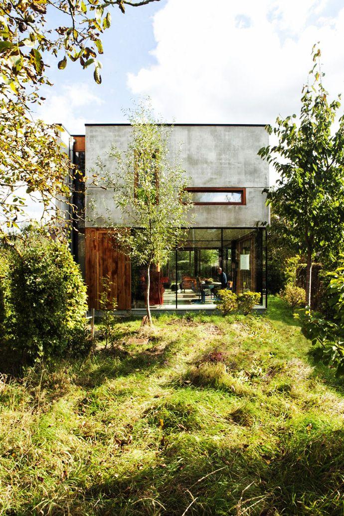 http://www.homesthetics.net/open-plan-design-enhanced-backyard-landscaping-house-gepo-oyo/