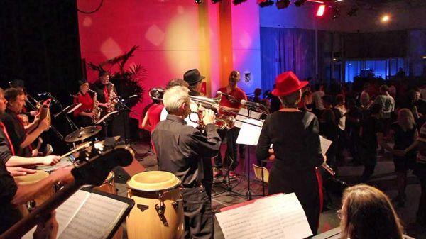 El Peque Combo à la 6ème édition des soirées dansantes 100% Live au Moulin de la BIèvre à L'Haÿ-les-Roses