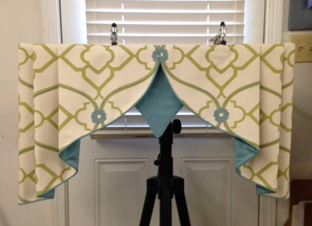 Contrast lined valance