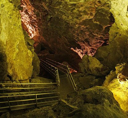 Jewel Cave National Monument South Dakota...Been here! It's a very pretty cave and I was trying to find I good picture that was lit up like this one....there are a lot more prettier sites to see in the cave but this one was the best one that was lit up.....