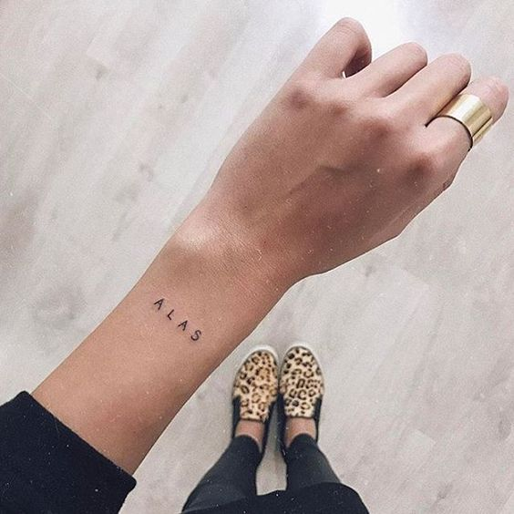 20 Tiny but pretty tattoos for vain girls